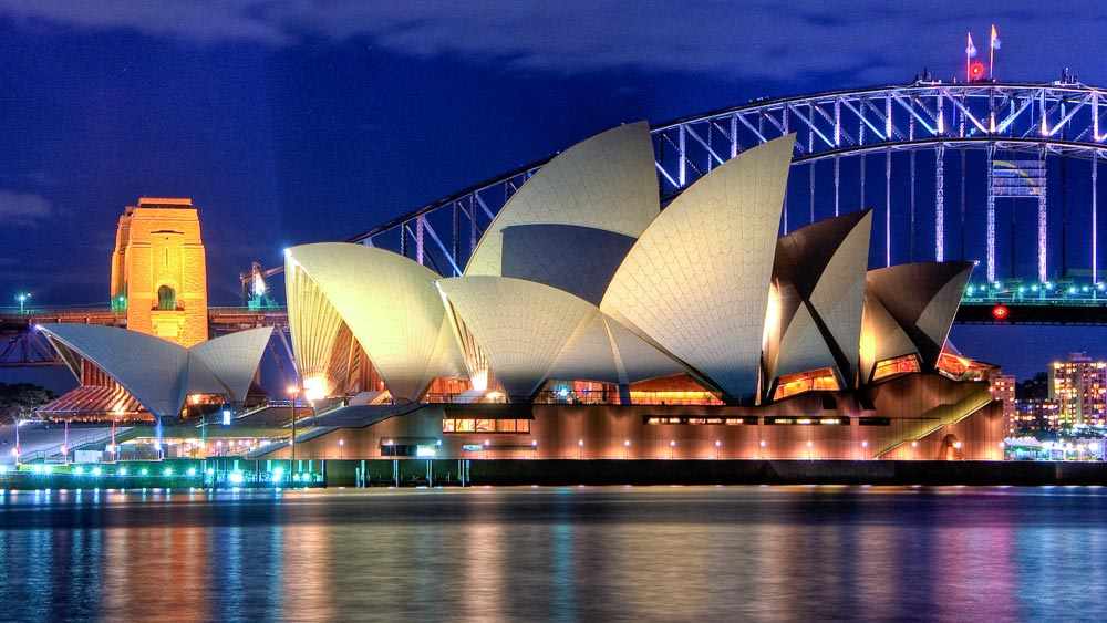 Imagem Hai Linh Truong de Sydney, NSW, Australia (Sydney Opera House Close up HDR Sydney Australia) [CC BY 2.0 (http://creativecommons.org/licenses/by/2.0)], via Wikimedia Commons